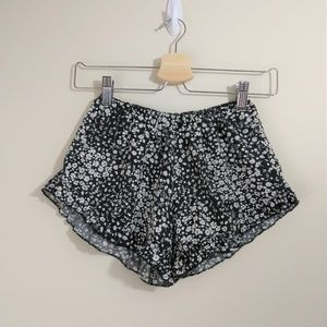 Love Culture size S floral ruffle pull-on shorts